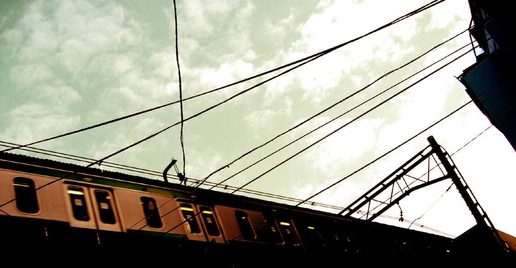 空と電車の写真素材