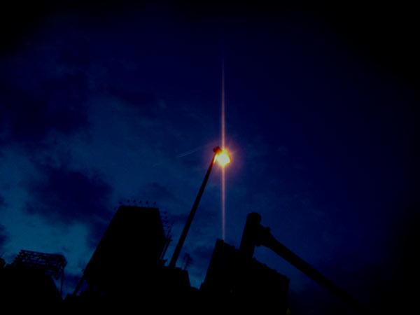 空と外灯の写真素材
