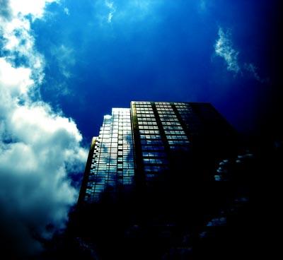 空とオフィスビルの写真素材