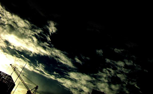 空とクレーンの写真素材