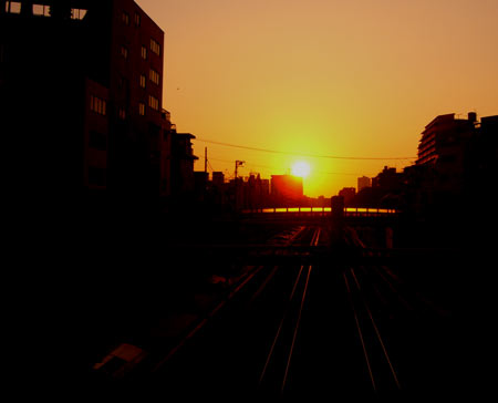 夕日と街並みの写真素材