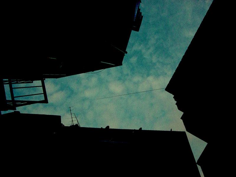 空と人工物の写真素材(2パターン)