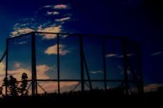 空とフェンスの写真素材