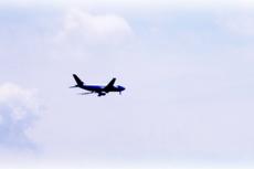 空と飛行機の写真素材(2パターン)