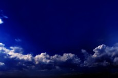 濃藍の空の写真素材