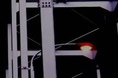 鉄橋と道路標識