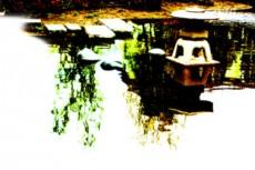 池の中に雪見灯籠がある日本庭園