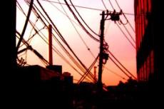 電線と町並みの写真素材