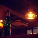 【高解像度】緑色の酒瓶があるパブ(2パターン)
