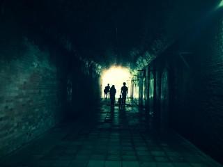 【高解像度】トンネルの中の人影