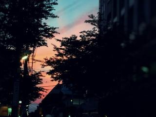 【高解像度】二色に分かれた空と町並み