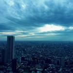 【高解像度】雨雲湧き立つ空を穿つ