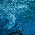 【高解像度】青く澄んだ水