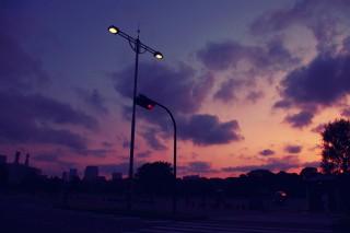 【高解像度】背の高い街灯と夕焼けの空(3パターン)