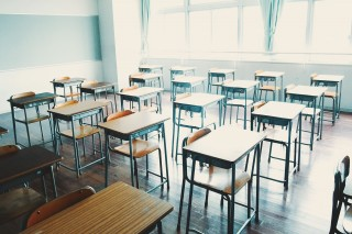 【高解像度】光が射し込む教室(3パターン)