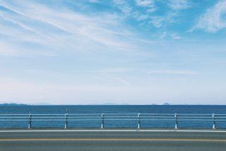 【高解像度】海沿いの道と空